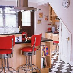 Google Image Result for http://homeklondike.com/wp-content/uploads/2011/04/6-red-modern-kitchen-ideas-Fifties-style-kitchen-diner.jpg