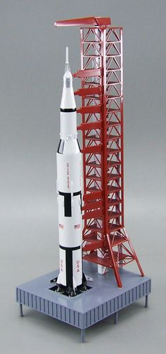 Apollo - Saturn V Rocket with Tower and Launch Pad - 1/200 Scale Model