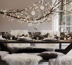 10 ways to create a winter centrepiece with natural branches - UPCYCLIST Hanging Centerpiece, Branch Centerpieces, Winter Centerpieces, Tree Branch Decor, Branch Chandelier, Christmas Branches, Christmas Diy, Decorating With Sticks, Decorating Tips