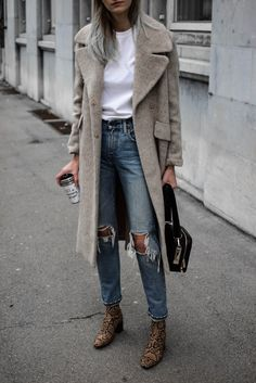 winter outfits vrouw How to wear snake print boots Fall Winter Outfits, Autumn Winter Fashion, Chic Fall Fashion, Fashion Top, Fashion Styles, Look Rock Chic, Casual Outfits, Fashion Outfits, Womens Fashion