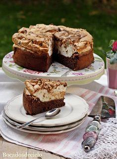 """Esta es una tarta de esas tartas """"especiales"""" que merece la pena probar. No lleva ni pizca de harina, la base es de huevos y chocol..."""
