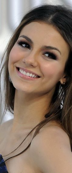 Victoria Justice - Friday, February 19, 1993 - 5' 5'' - Hollywood, Florida, USA.