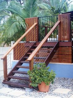 Timber screen fencing and timber steps from the deck look great. #deck #steps. (Step Stairs Backyards)