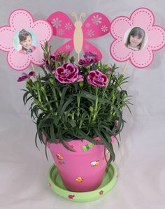 <p>Les fleurs font toujours plaisir à une mamie, encore plus quand les bouilles de ses petits enfants sont parmi les papillons !</p> <p><em>Source : Pinterest</em></p>