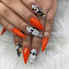Magnificient Spooky Halloween Nail Art Designs Ideas To Try - While this is not a good way of making fair assessments, it is what happens on the ground. Therefore, it would be wise to be prepared. Ongles Gel Halloween, Halloween Acrylic Nails, Halloween Nail Designs, Fall Nail Designs, Cute Acrylic Nails, Fancy Nails, Pretty Nails, Holloween Nails, Cute Halloween Nails