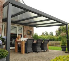 Discover our veranda range! Request a FREE quote for your glass or polycarbonate veranda. Pergola With Roof, Outdoor Pergola, Backyard Pergola, Outdoor Rooms, Outdoor Living, Modern Pergola, Small Pergola, Pergola Plans, Backyard Patio Designs