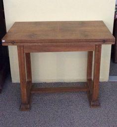 avattava pelipöytä 30 luvulta . avattuna pöytälevy kaksinkertainen . korkeus 74/71.5cm . leveys 90/106cm . syvyys 53/90cm . @kooPernu
