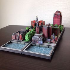Miniature Ittyblox diorama with only brick water and green models from Amsterdam London and New York. Printed using Shapeways 3d Printed Objects, Diorama, 3d Printer, Miniatures, Printing, Cityscapes, Scale Models, Creative, Amsterdam