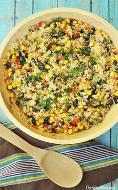 Black Bean, Corn & Quinoa Salad 1.5 c quinoa cooked in 3 c broth Saute 1 red bell pepper, 1 jalapeno, 1 shallot, and 2 garlic cloves (all chopped) in 3 T oil; add 12 oz roasted corn, 15 oz cooked beans, salt, pepper, 1 t chili powder, 1/2 t cumin, 3 T cilantro leaves, & w T fresh lime juice. Vegetarian Recipes, Cooking Recipes, Healthy Recipes, Quinoa Salad Recipes Cold, Healthy Food, Cooking Tips, Vegetarian Quinoa Salad, Quinoa Bean Salad, Quinoa Flour Recipes