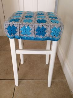 Retro stool with crochet cover
