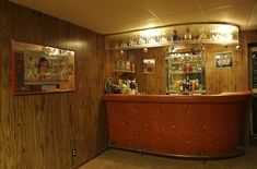 There are plenty of basement bar ideas that one can use to create a beautiful basement bar. The basement bars are fabulous places that can be utilized to host parties. Wet Bar Basement, Basement Bar Plans, Basement Bar Designs, Modern Basement, Basement Remodeling, Basement Ideas, Small Basement Bars, Rustic Basement, 70s Home Decor