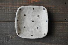 宇田令奈「角豆皿」、こちらは茶ドットです。