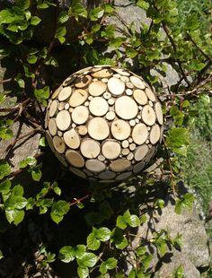 Holzkugel Dekoration von MyHiddenPalace auf Etsy, €27.45