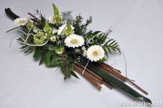 Exclusieve #Workshop – Floral Blog | Bloemen, Workshops en Arrangementen | www.bissfloral.nl Funeral Floral Arrangements, Beautiful Flower Arrangements, Beautiful Flowers, Deco Floral, Arte Floral, Floral Design, Flower Show, Flower Art, Corporate Flowers