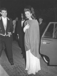"Jacqueline Kennedy Onassis, (née Jacqueline Lee ""Jackie"" Bouvier;  July 28, 1929 – May 19, 1994), was the wife of the 35th President of the United States, John F. Kennedy, and First Lady of the United States during his presidency from 1961 until his assassination in 1963.♡✿♡❁♡✾♡✽♡  http://en.wikipedia.org/wiki/Jacqueline_Kennedy_Onassis"