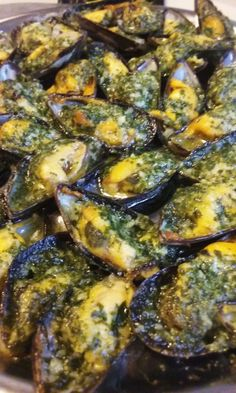 Moules farcies au beurre d ail persille Plus Fish Recipes, Seafood Recipes, Paleo Recipes, Healthy Dinner Recipes, Cooking Recipes, Antipasto, Cooking For Two, Fish And Seafood, Relleno