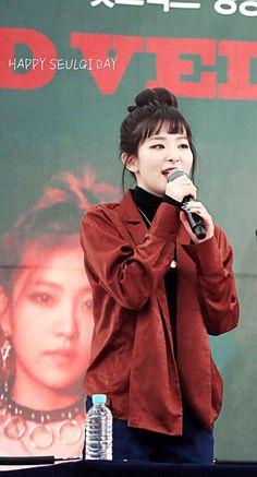 Korean Airport Fashion, Red Velvet Seulgi, Cute Bears, Airport Style, Asian Beauty, Irene, Outfit Ideas, Kpop, Artists