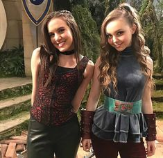 Nickelodeon Girls, Nickelodeon Shows, Knight Squad, Bella And The Bulldogs, Knight Party, Popular Girl, Savannah Chat, Pretty Outfits, Girly