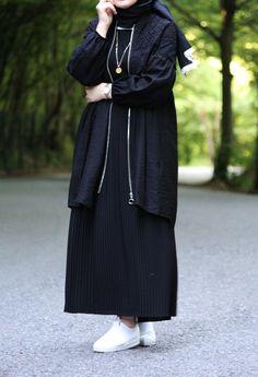 Muslim Fashion, Hijab Fashion, Fashion Dresses, Hijab Outfit, Gino Severini, Mode Hijab, Beauty Recipe, Duster Coat, Girl Outfits