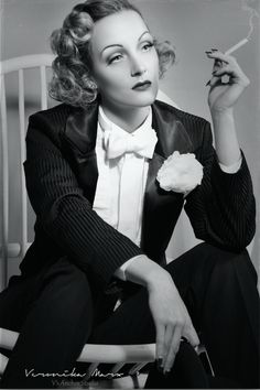 Marlene Dietrich Lookalike - Hire Celebrity Lookalikes, Doubles - 1957 – Musik des Jahres: Marlene Dietrich – I May Never Go Home - Hollywood Icons, Old Hollywood Glamour, Golden Age Of Hollywood, Vintage Hollywood, Hollywood Actresses, Classic Hollywood, Cabaret, Vintage Movie Stars, Vintage Movies