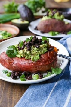 Guacamole and black bean loaded sweet potatoes, an easy meal or side dish perfect for sharing at your Super Bowl party! Healthy Vegetarian Meal Plan, Healthy Snacks, Vegetarian Recipes, Healthy Eating, Healthy Recipes, Vegan Vegetarian, Vegan Meals, Vegan Sweet Potato Recipes, Loaded Sweet Potato