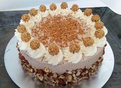 Meine Giotto-Torte vereint einen schokoladigen Biskuit mit einer nussigen Kakao-Sahne, ummantelt von dicken und gerösteten Haselnusskernen :) - http://www.fuerleibundseele.com/giotto-torte/