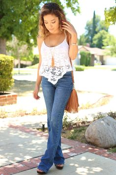 Women in jeans pics — Todays selection 14062016 part 4 Summer Outfits, Casual Outfits, Cute Outfits, Outfit Des Tages, Hippie Look, Mode Jeans, Flare Jeans, Bell Bottoms, Casual Looks
