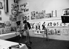 Kentridge traz a ambiguidade e subtileza da experiência pessoal para assuntos públicos na maioria das vezes enquadradas em termos estritamente definidos. Utiliza o filme, desenho, escultura, animação e performance, este transmuta eventos políticos sóbrios em poderosas alegorias poéticas. Kentridge fotografa seus desenhos a carvão e colagens de papel ao longo do tempo e faz uma gravação das cenas à medida que evoluem.