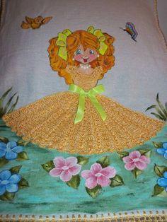 pano de prato pintado com aplicação de croche