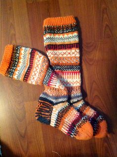 Just for me: the most beautiful NOVITA socks (yarn and pattern) Wool Socks, Knitting Socks, Hand Knitting, Knitted Hats, Knitting Patterns, Orange Socks, Yarn Thread, Funky Outfits, How To Start Knitting