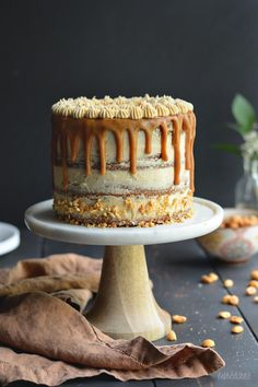 The Ultimate Peanut Butter Lover's Cake // bethcakes.com Just Desserts, Delicious Desserts, Cold Cake, Peanut Butter Recipes, Peanut Butter Frosting, Nutter Butter, Peanut Butter Chips, Creamy Peanut Butter, Drip Cakes
