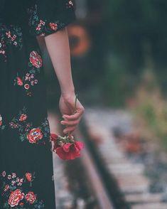 Cute Photos Ideas Alone Sad Girl Photography, Alone Photography, Hand Photography, People Photography, Creative Photography, Portrait Photography, Landscape Photography, Photography Ideas, Travel Photography