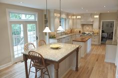 loved the back-splash and how roomy this kitchen is..