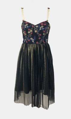 Gorgeous Pleat tulle hummingbird dress handmade in Edinburgh by Scottish designer Rowanjoy. The perfect dress for party season! With lace straps, hummingbird and floral bust and gold shimmering skirt. Perfect for partying! Bird Dress, Vintage Silhouette, Handmade Dresses, Vintage Textiles, Fashion Labels, Boutique Dresses, Hummingbird, Edinburgh, Party Dress