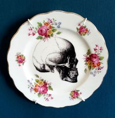 Pretty up-cycled vintage side plate measuring 16cm across.Please be aware vintage items may have imperfections due to age.