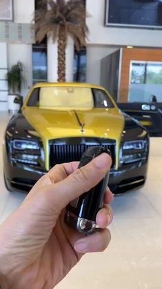 Rolls Royce Wraith Black, Rolls Royce Black, Luxury Cars For Sale, Top Luxury Cars, Luxury Suv, Voiture Rolls Royce, Rolls Royce Motor Cars, Rolls Royce Suv, Rolls Royce Wallpaper