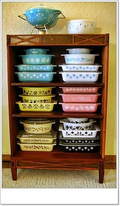 My Paisley World: Collections: Sturdy Vintage Pyrex Pyrex Vintage, Vintage Kitchenware, Vintage Dishes, Vintage Glassware, Vintage Dinnerware, Antique Dishes, Vintage Design, Vintage Decor, Vintage Stuff