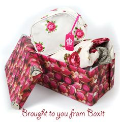 Add a Royal Albert new country rose product cosmetics bag.
