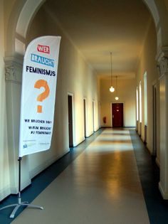 """Die """"Wer braucht Feminismus?""""-Flag im Neuen Rathaus in Hannover am """"Tag der Offenen Tür des Referats für Frauen und Gleichstellung"""". http://werbrauchtfeminismus.de/aktuelles/termine/"""
