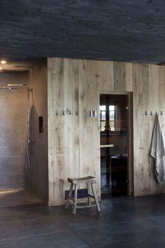 Reclaimed wood in bathroom