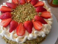 <3 Fresh Strawberry And Cream Sponge Cake | Recipes