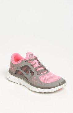 Nike womens free run shoe