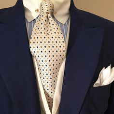 Gentleman Style 537054324297945248 - The antique white jacquard tie, suitable for day or special occasion; here with… Source by cabanys Mens Fashion Suits, Men's Fashion, Daily Fashion, Mens Suits, Sharp Dressed Man, Well Dressed Men, Dapper Men, Suit And Tie, Gentleman Style