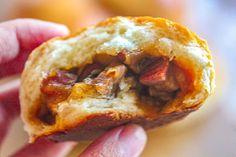 Chinese BBQ Pork Buns / Baked Char Siu Bao (Bánh Mì Ngọt Nhân Xá Xíu) – Bun Bo Bae Bbq Pork Buns Recipe, Bun Recipe, Chinese Bbq Pork, Baking Buns, Char Siu, Asian Recipes, Ethnic Recipes, Sweet Bread, Breakfast