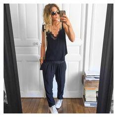 Outfit du jour✔ débardeur et pantalon Holidays #bashparis sur @bashparis body #aninebing sur @cyrielleforkure baskets #stansmith sur @adidasfr lunettes Aviator #rayban sur @rayban #ootd #whatiamwearingtoday