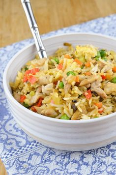 Slimming Eats Chicken Fried Rice - gluten free, dairy free, Slimming World and Weight Watchers friendly Slimming World Chicken Fried Rice, Chinese Fakeaway, Syn Free Food, Low Carb Brasil, Slimming World Recipes Syn Free, Slimming Eats, Slimming Word, Cooking Recipes, Healthy Recipes