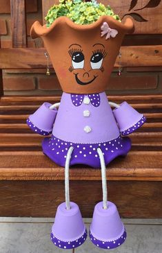 Learn how to make clay pot people quickly and easily.Masetas - My siteLittle boy made out of flower pots Flower Pot Art, Clay Flower Pots, Flower Pot Crafts, Clay Pot Projects, Clay Pot Crafts, Diy Clay, Flower Pot People, Clay Pot People, Painted Clay Pots