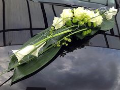 Car Stops - Flowers Andrea - Your specialists for Wedding & Funeral Flor . Wedding Car Decorations, Grave Decorations, Church Wedding Flowers, Funeral Flowers, Funeral Sprays, Bridal Car, Modern Flower Arrangements, Special Flowers, White Roses