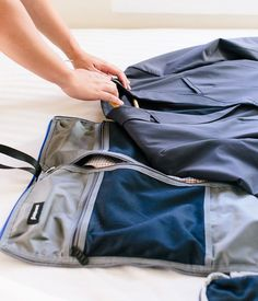 Unisex Travel Bag With Built-In Garment Bag