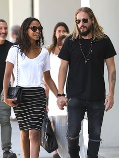 Star Tracks: Tuesday, July 26, 2016 | HAPPY STROLL | Zoë Saldana and Marco Perego hold hands while taking a walk through Beverly Hills, California on Monday.